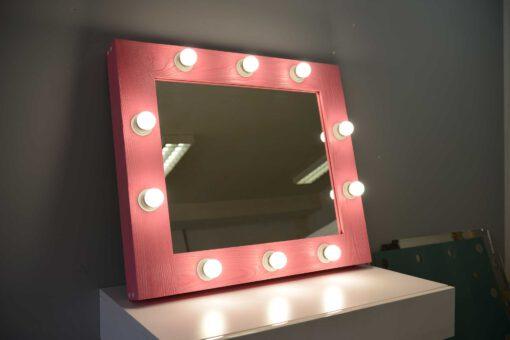Różowe lustro do wizażu z drewnianą ramą ELITE